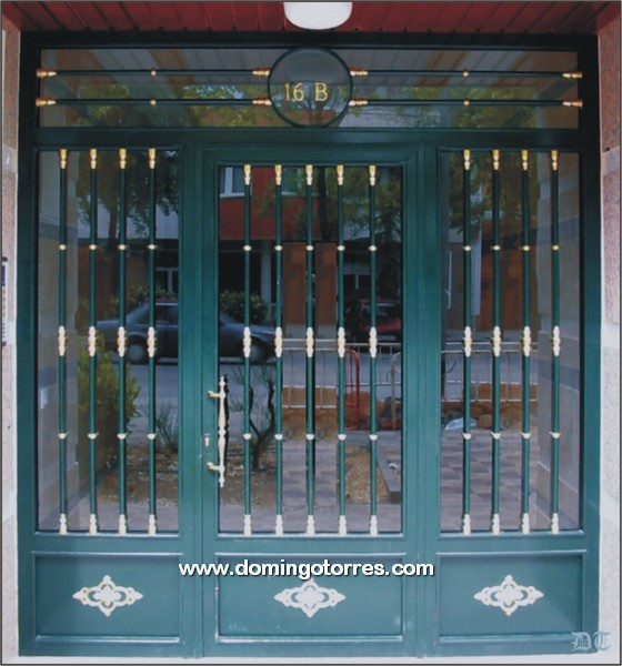 1002 Puerta forja y latón
