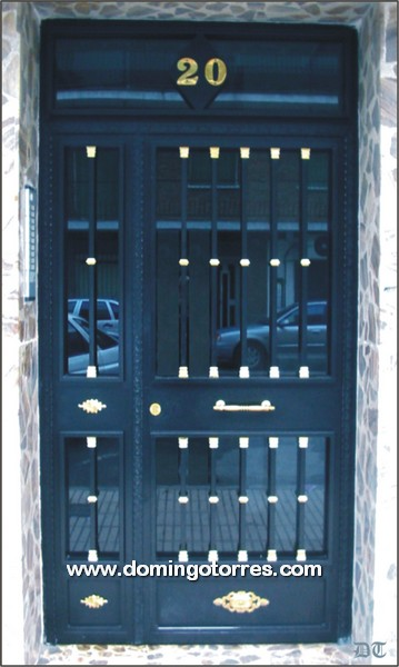 1005 Puerta forja y latón