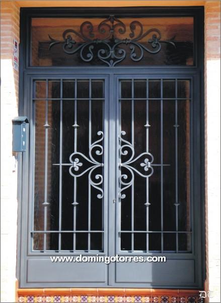 Puerta de hierro forjado para entrada de edificio o for Modelos de puertas principales de fierro
