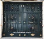 1027-Puerta forja y latón