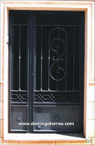 Puerta de forja y fundici n para interiores y exteriores n 1032 forja domingo torres s l - Puertas forja exterior ...