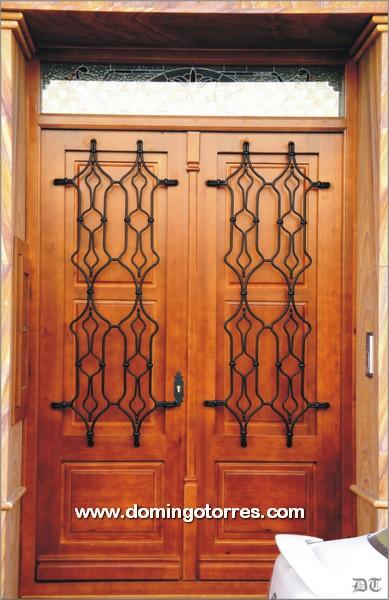 Puerta de madera con rejas de forja art stica n 1046 - Adornos de pared de forja ...