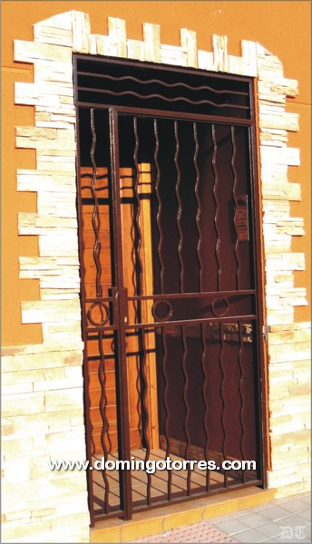 Cancela de forja moderna con balaustres curvos n 1592 for Balaustres granada