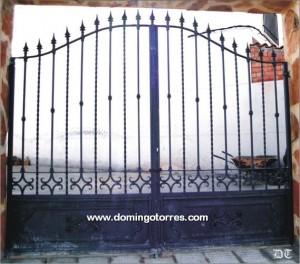 Puertas y cancelas de hierro forjado fundici n aluminio lat n y acero inox forja domingo - Cancelas de hierro ...