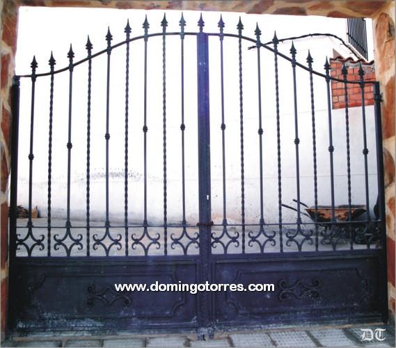 Cancela de fundici n y forja n 1615 modelo ciudad real for Puertas cancelas de hierro