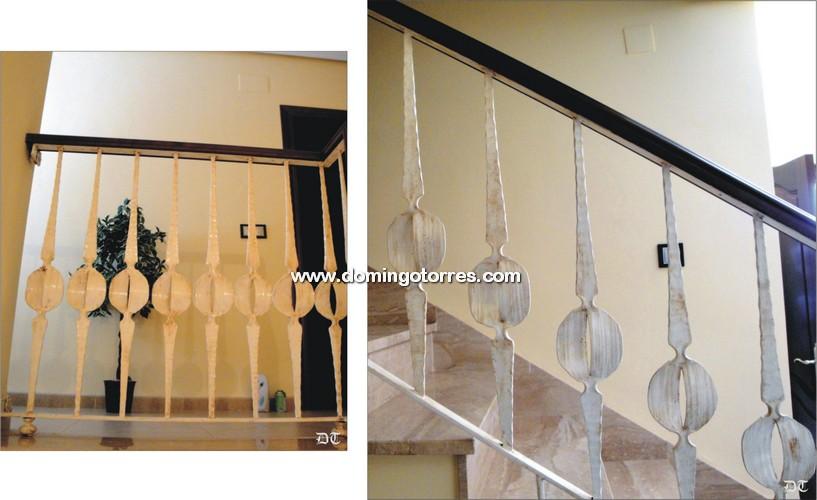 Barandilla moderna de forja blanca con pasamanos de madera - Barandas de forja ...