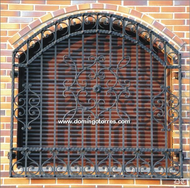 Reja para ventana de forja art stica con rizos n 3006 - Adornos de pared de forja ...