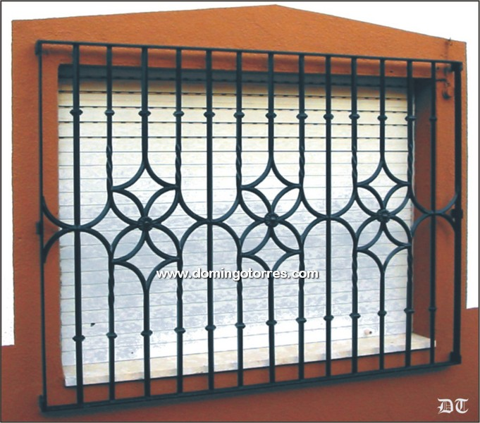 Pin portones puertas pelautscom on pinterest - Rejas de hierro forjado ...