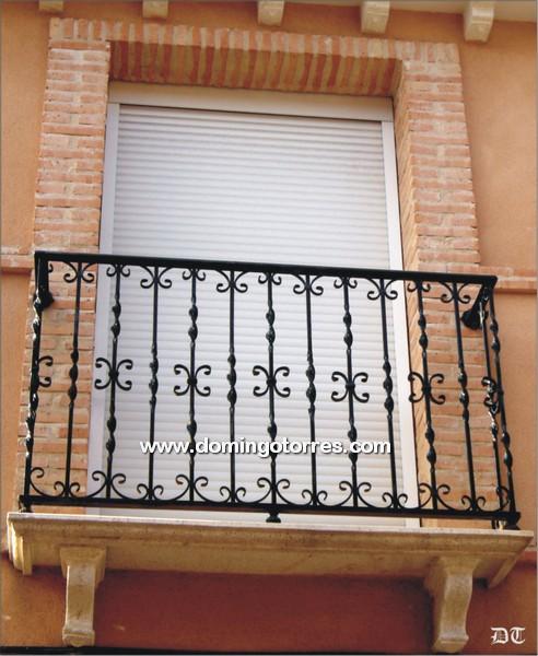 Balc n de forja ornamental n 4003 con balaustres - Decoracion forja pared ...