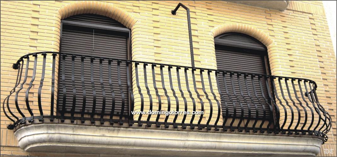 Pin portones cerrados de lamina on pinterest - Balcones de forja antiguos ...