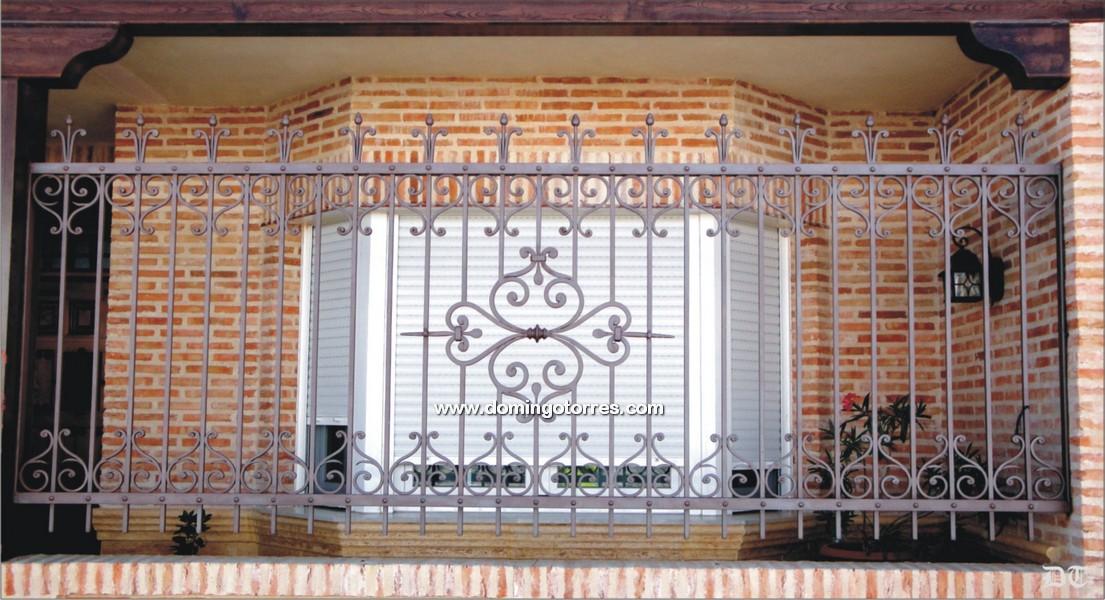 Verja de forja art stica n 5002 con rizos y adornos de - Adornos de pared de forja ...