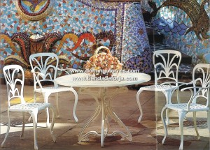 Mesas y sillas de aluminio pvc mimbre o madera para for Sillas para jardin de herreria