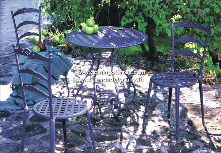Mesa velador y silla de aluminio para exterior e interior for Sillas de forja para jardin