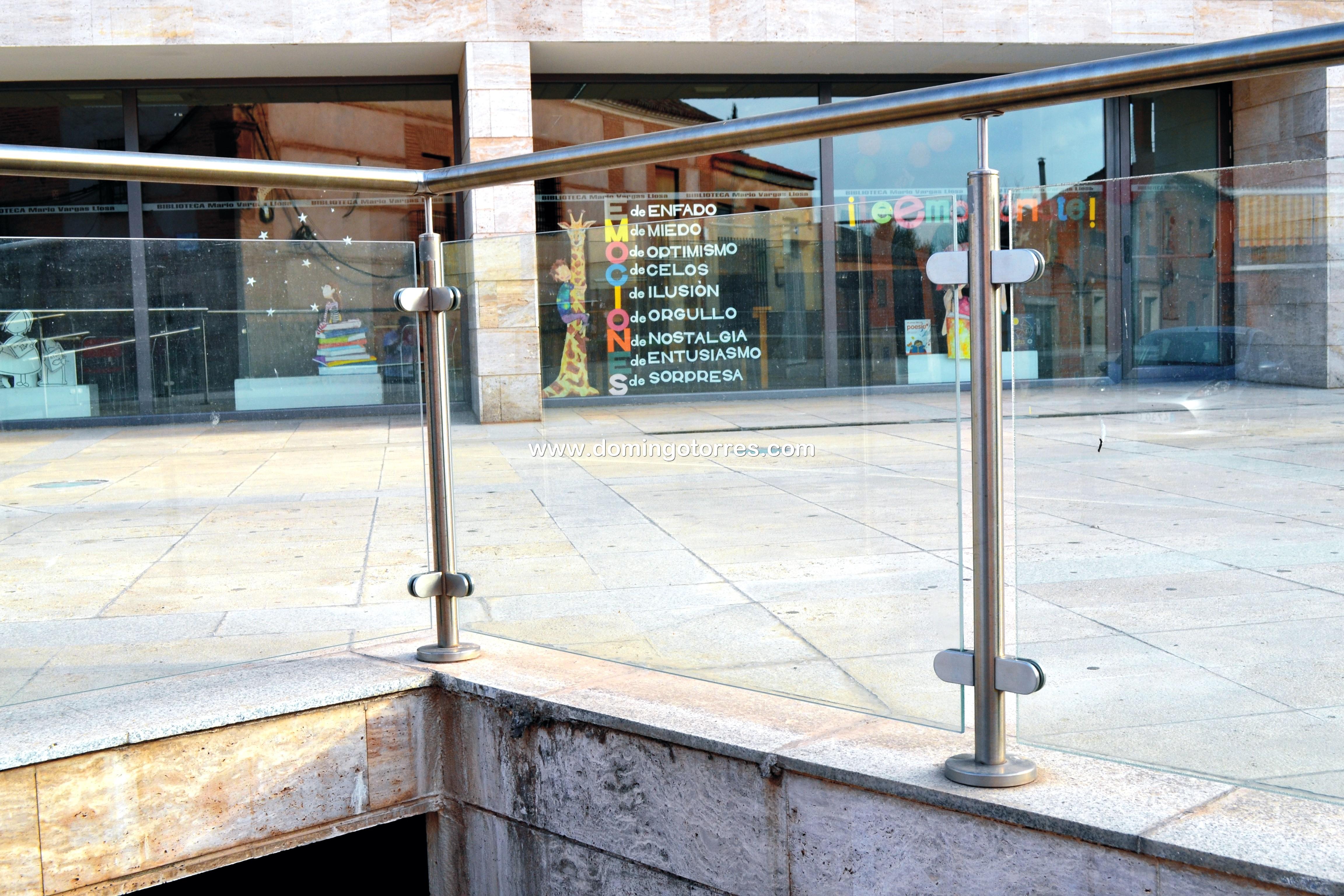Nº8424 Barandilla exterior de acero inoxidable con vidrio