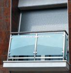 Nº8443 Balcón tubo cuadrado inox con pinzas para vidrio